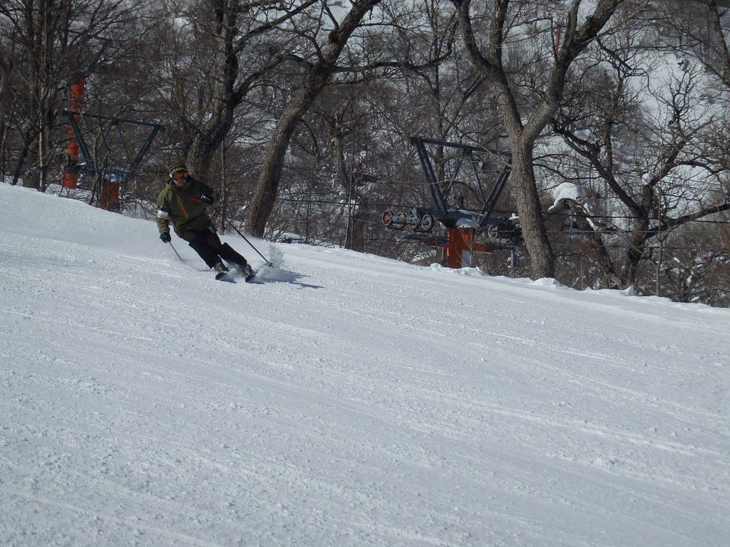 スキースクールでのレッスン風景