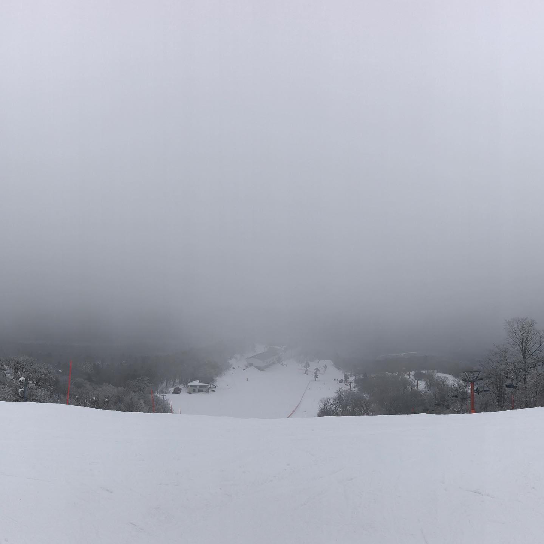 今日はマイペースコース〜石子が視界の境界線。見えそうで見えない。#えぼしスキー場#宮城蔵王プロスキースクール#キッズスキー#ジュニアスキー#スキースクール#宮城#仙台#蔵王